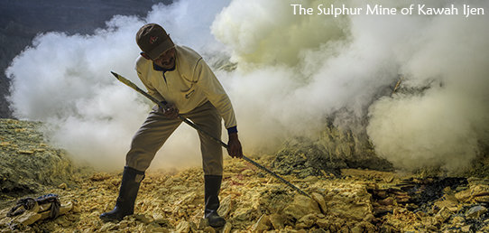 Travel Report - Indonesia - The yellow Hell of the Ijen and the Soldiers of Sulphur